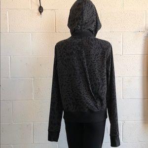 lululemon athletica Jackets & Coats - Lululemon black and gray print jacket sz 10 60268